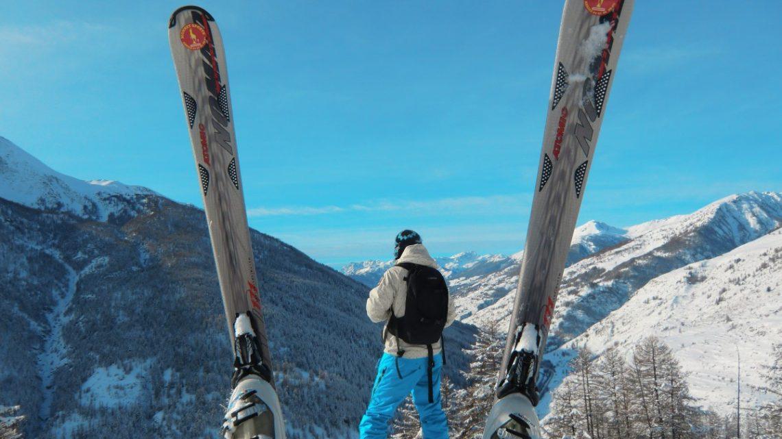 Faire du ski hors vacances: les avantages